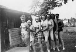 Family History Photo of the Week (31 July 2015): Swimsuit Girls