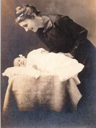 Family History Photo of the Week Winner (4 November 2016) Edith Sprague Myers with Baby Allison Cecil 1916