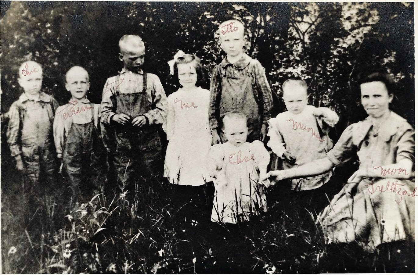 Julia with 5 of her children and 2 cousins (unidentified)