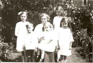 Amy Larner with her children, (L.-R.) Ida, Jim, Alice, Winnie, Dorothy