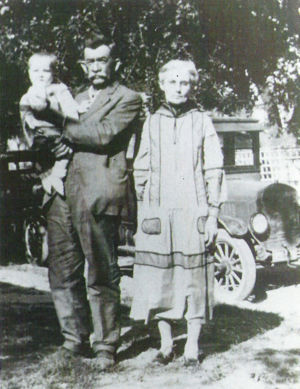 Henry Thomas Threlkeld and Leveda Melvin Pollard Threlkeld with Granddaughter Dorothy Caldwell, circa 1927
