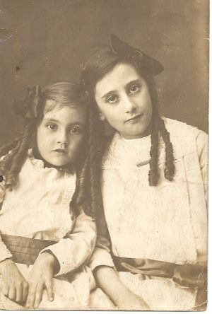 Ivy Reeves (right) with Myrtle Reeves, who was one of her younger sisters