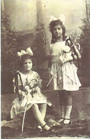 Minnie's two youngest sisters, Birdie, (right) and May, as her bridesmaids.