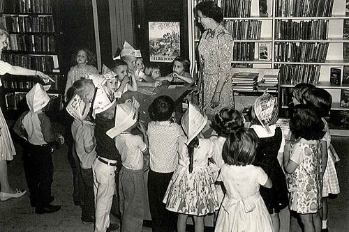 500px-1950s-1960s_Children_at_Library.jpg