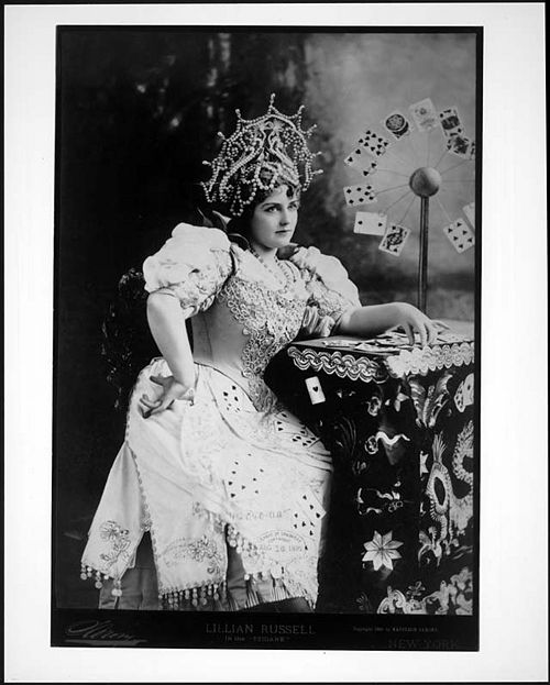 500px-1895-Lillian_Russell_in_costume.jpg