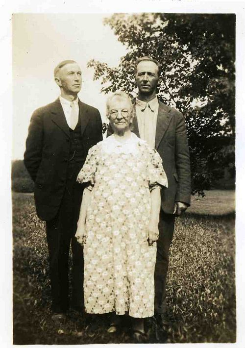 500px-1935-10_Ernest_and_Walter_Nelson_with_Mom_Ida_Farr_Nels.jpg