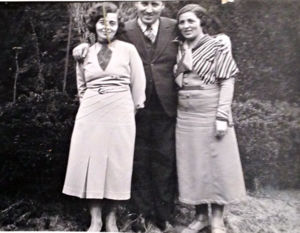 Momcilo Petrowitz with sisters 1943,  Jovanka and Danica