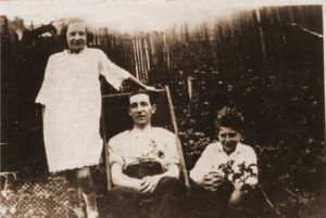 William John PHILLPOTT with children Greta Jean & William Henry John probably taken shortly before he died in 1927 of TB